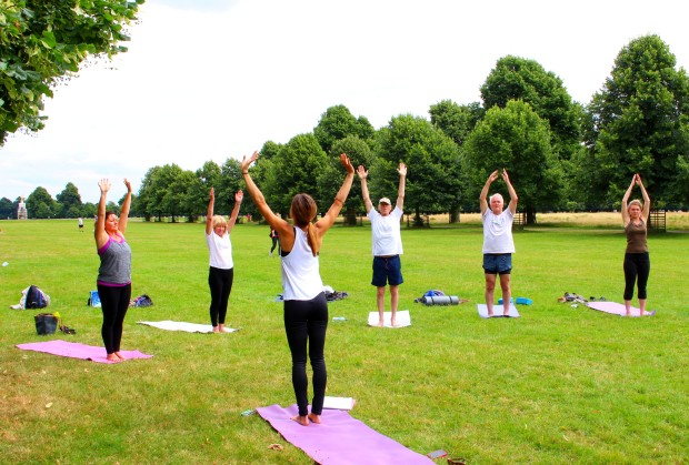 outdoor yoga at bushy park